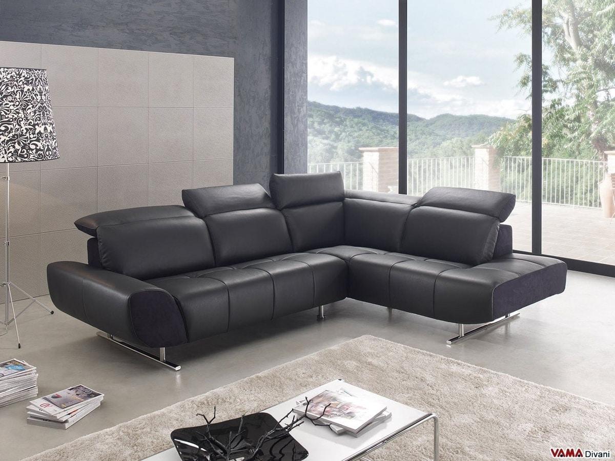 Domino, Un moderno sofá esquinero con patas altas en acero cromado.