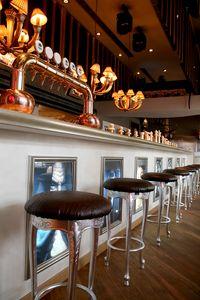 Club cuero, Heces ideales clásicos de los hoteles y restaurantes