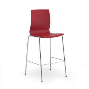 Q3, Taburete de metal con asiento y respaldo de polipropileno.
