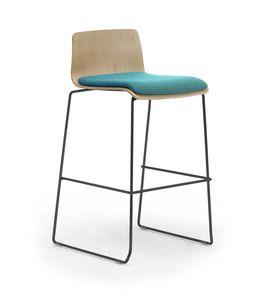 Zerosedici Wood stool, Taburete con base de trineo de metal