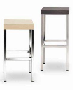 Cube-L, Taburete de metal, con asiento de madera cuadrado