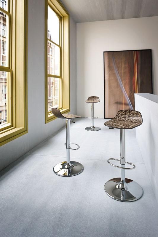 Alhambra Stool 97 AV, Taburete con base ajustable, pagar en varios colores