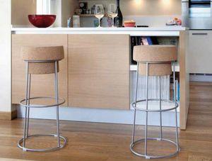 Busciomm-A, Taburete con asiento redondo, en forma de botella