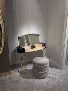 Hotel de Ville Toilette, Aseo de maquillaje con compartimento abatible.