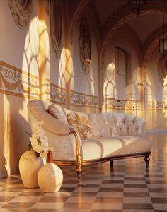 Olympia Dormeuse, Chaise longue tallada a mano, adornos de plata