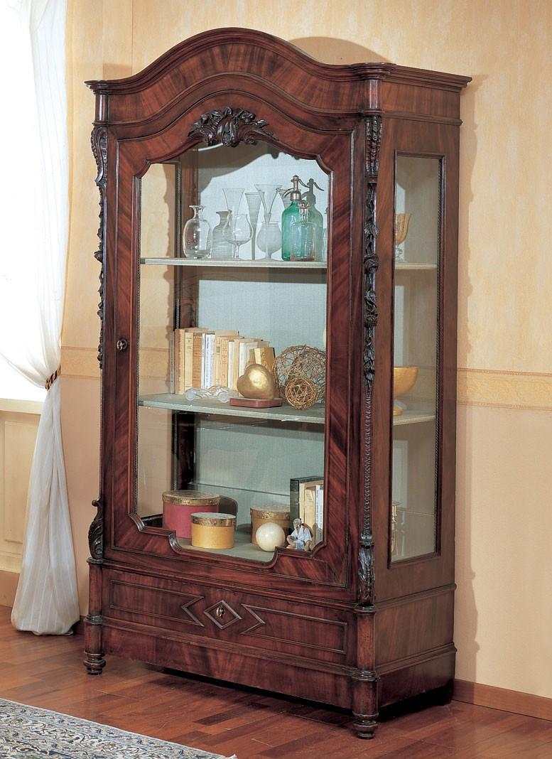 Vitrina clásica, en madera tallada, para el comedor | IDFdesign