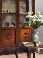 Art. 910 display cabinet, Escaparate elegante con estantes de vidrio, de estilo clásico