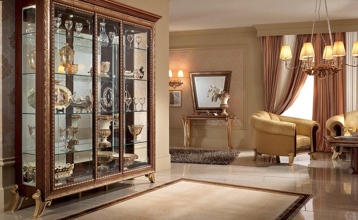 Vitrina de madera maciza, con marco de oro y el acabado   IDFdesign