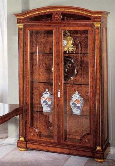 IMPERO / Display cabinet with 2 doors, Vitrina de lujo hecha de ceniza, de estilo clásico